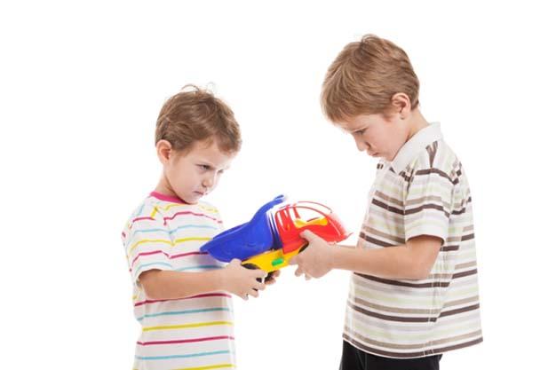 حسادت در کودکان و روشهای تربیت و برخورد با کودکان حسود
