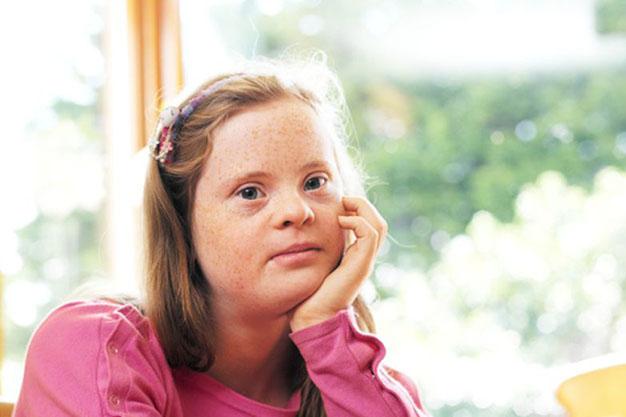 عقب ماندگی ذهنی در کودکان چیست ؟ و چگونه بوجود می آید؟