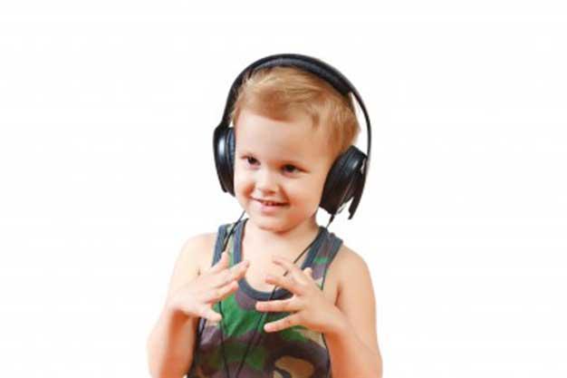 لکنت زبان در کودکان چه زمانی نگران کننده است