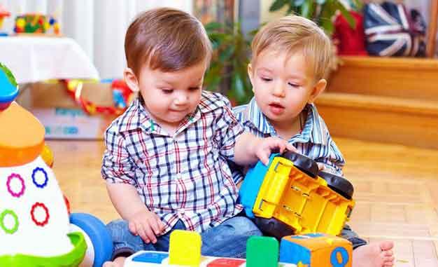 آموزش دوست یابی به کودکان با راهکارهای فوق العاده ابرکودک